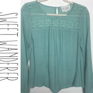 Sweet Wanderer Top green with lace Size Small